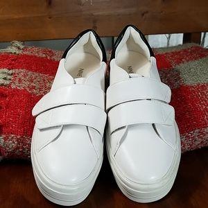 Nine West Velcro Sneaker, sz 6M